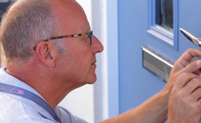 LockRite Locksmith Franchisee Gaining Entry